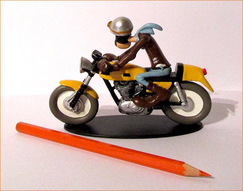 Ted Debielle sur sa Ducati 350 Desmo (Hachette) - Côté gauche.