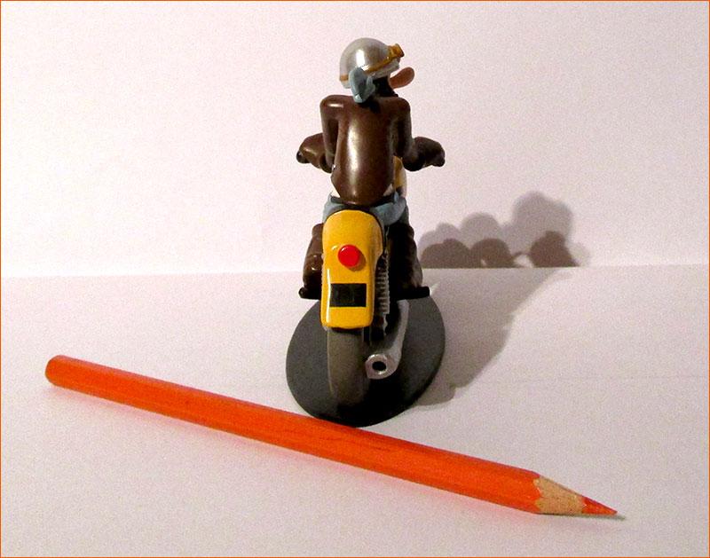 Ted Debielle sur sa Ducati 350 Desmo (Hachette) - Dos.