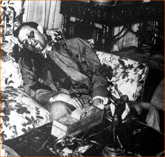 Photographie du cadavre de Bugsy Siegel.