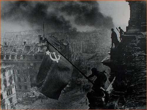 Drapeau rouge sur le Reichstag d'Evgueni Khaldei.