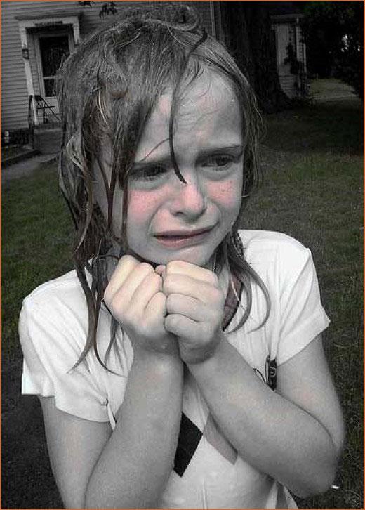 Little girl crying de D. Sharon Pruitt.