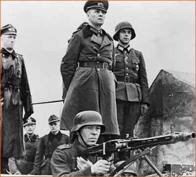 Field Marshal Rommel Inspecting Sea Wall de la collection Bettmann.