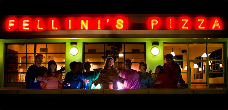 La Cène / Pub Fellini's Pizza.