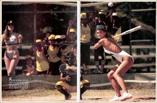 Monika Schrarne et Kathy Ireland dans Sports Illustrated Swimsuit Issue 1987 (pages 130-131).