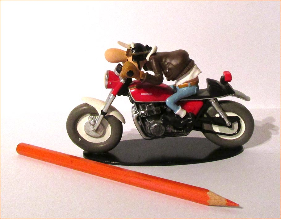 Edouard Bracame sur sa Honda CB750 (Hachette) - Côté gauche.