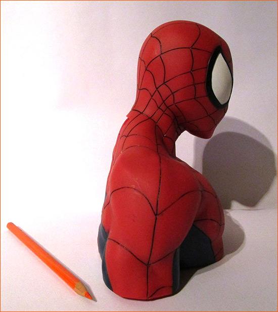 Tirelire Spider-Man (Semic Distribution) - Côté droit.