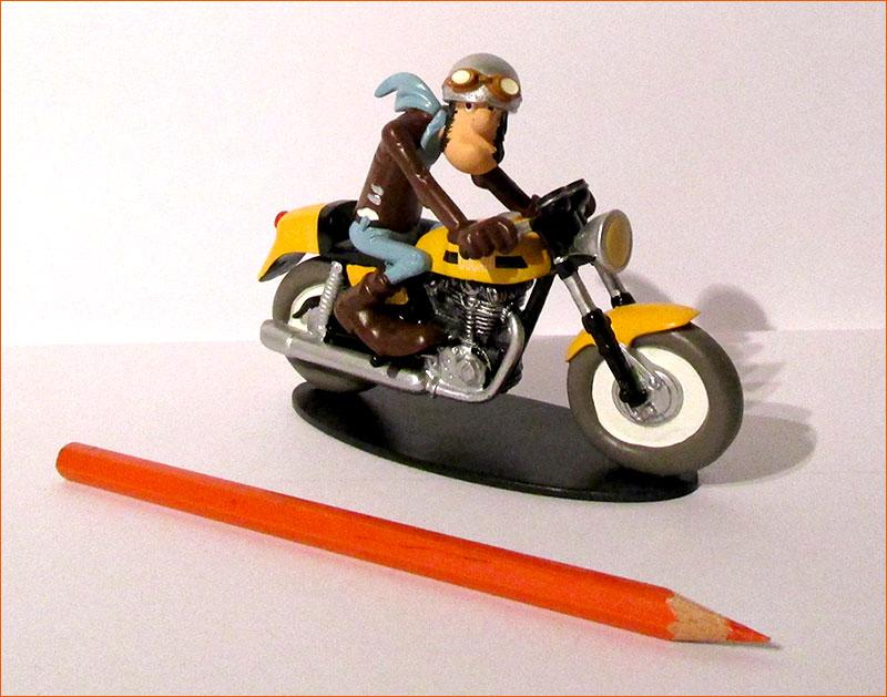 Ted Debielle sur sa Ducati 350 Desmo (Hachette).