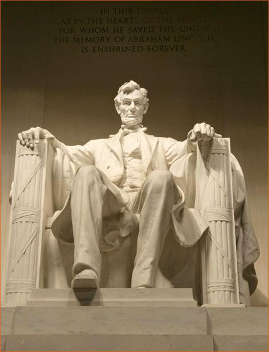 Statue d'Abraham Lincoln de Daniel Chester French au Lincoln Memorial de Washington (1920).
