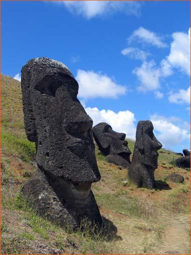 Moaïs de l'île de Paques.