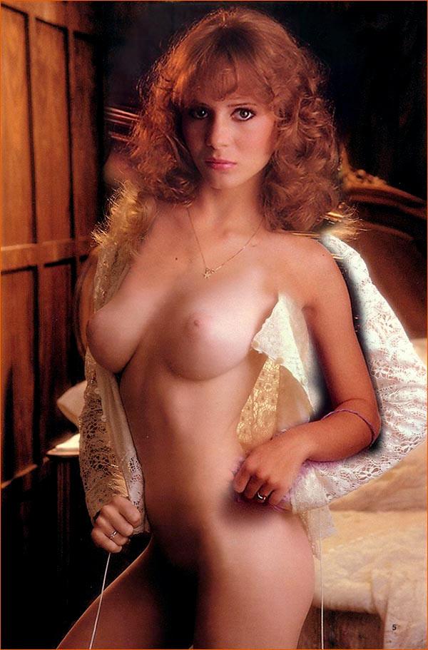 Photographie(s) de Kimberly McArthur par Arny Freytag pour Playboy (1982).