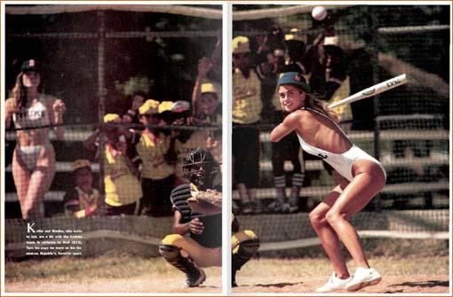 Monika Schrarne et Kathy Ireland dans Sports Illustrated Swimsuit Issue 1987 (pages 130-131).