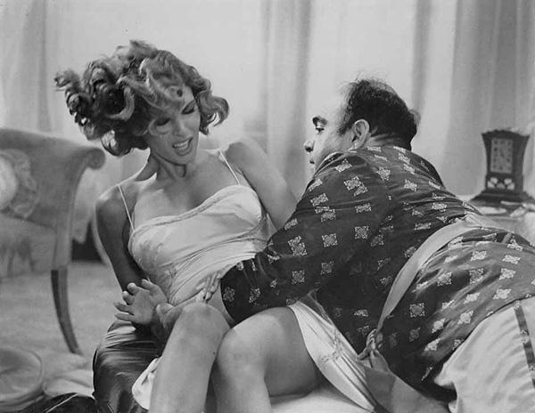 Raquel Welch et James Coco dans The wild party.